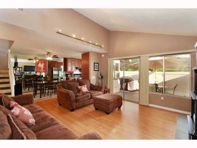 Photo 2: RANCHO BERNARDO Townhome for sale : 3 bedrooms : 17513 CAMINITO CANASTO in San Diego