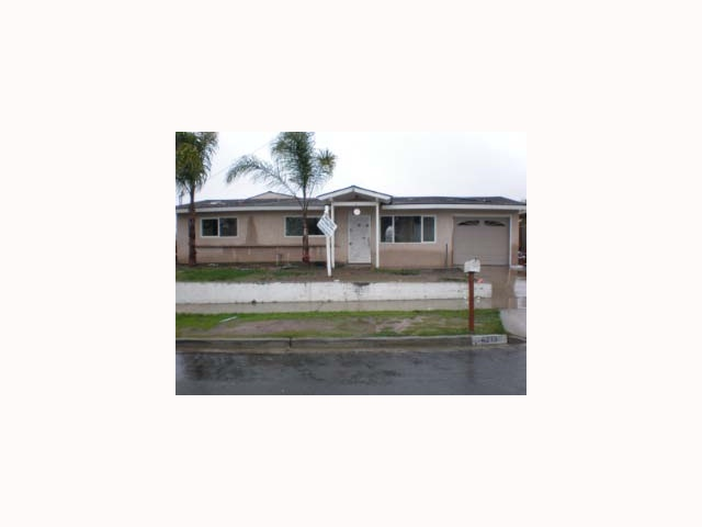 Main Photo: OCEANSIDE House for sale : 4 bedrooms : 4213 Marvin