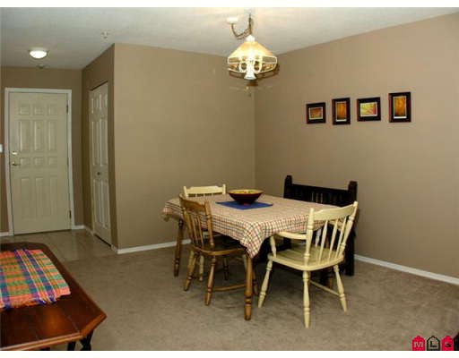"Photo 3: 105 3172 GLADWIN Road in Abbotsford: Central Abbotsford Condo for sale in ""REGENCY PARK"" : MLS® # F2907337"