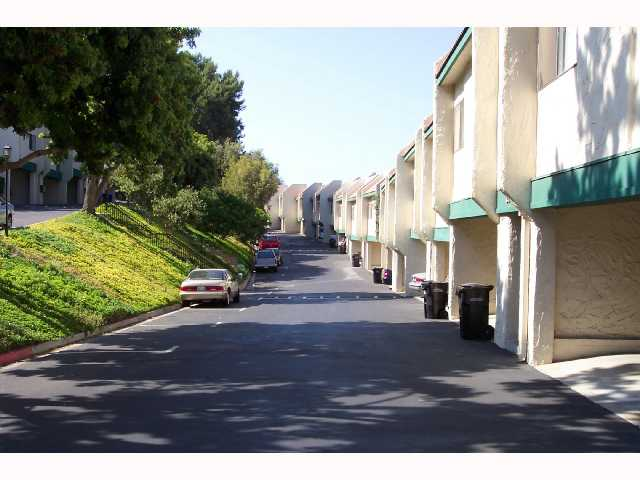 Photo 10: CLAIREMONT Condo for sale : 2 bedrooms : 3089 Cowley #31 in San Diego