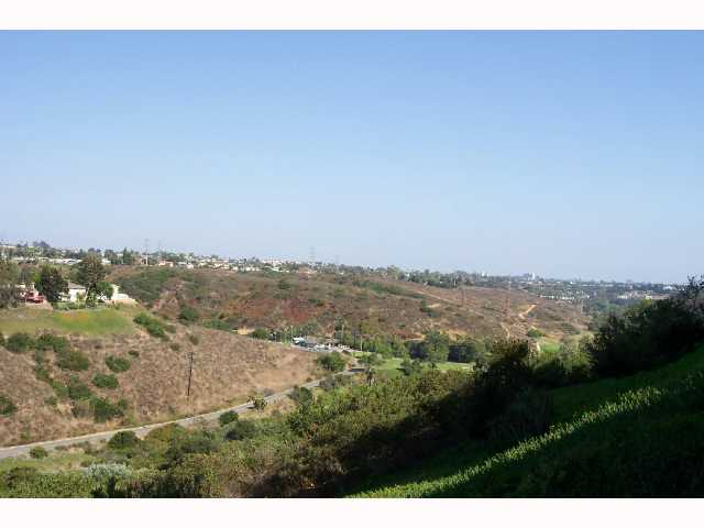 Photo 2: CLAIREMONT Condo for sale : 2 bedrooms : 3089 Cowley #31 in San Diego