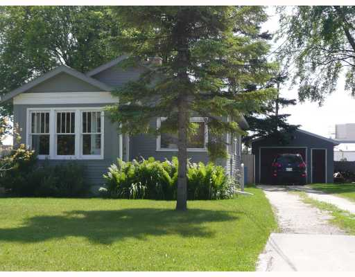 Main Photo: 30 NORBERRY Drive in WINNIPEG: St Vital Residential for sale (South East Winnipeg)  : MLS® # 2913702