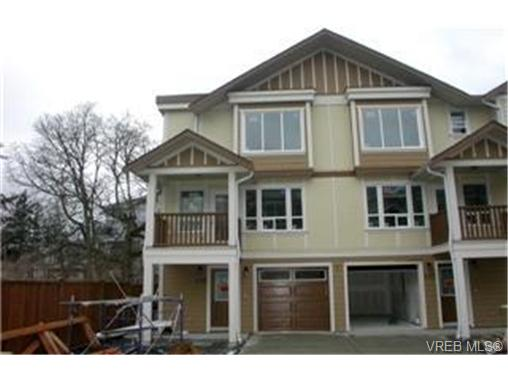 Main Photo: 103 827 Arncote Avenue in VICTORIA: La Langford Proper Townhouse for sale (Langford)  : MLS(r) # 244281