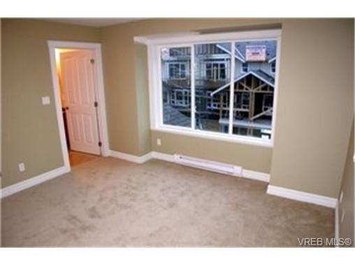 Photo 4: 103 827 Arncote Avenue in VICTORIA: La Langford Proper Townhouse for sale (Langford)  : MLS(r) # 244281