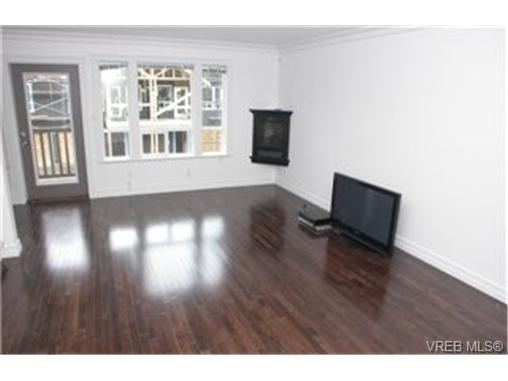 Photo 2: 103 827 Arncote Avenue in VICTORIA: La Langford Proper Townhouse for sale (Langford)  : MLS(r) # 244281