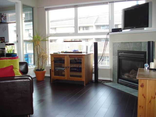 "Main Photo: 204 2025 STEPHENS Street in Vancouver: Kitsilano Condo for sale in ""STEPHENS COURT"" (Vancouver West)  : MLS® # V806297"
