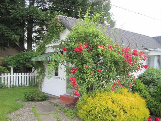 FEATURED LISTING: 9752 WILLIAMS Street Chilliwack