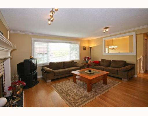 Photo 3: 104 HARVEY Street in New_Westminster: The Heights NW House for sale (New Westminster)  : MLS(r) # V781892