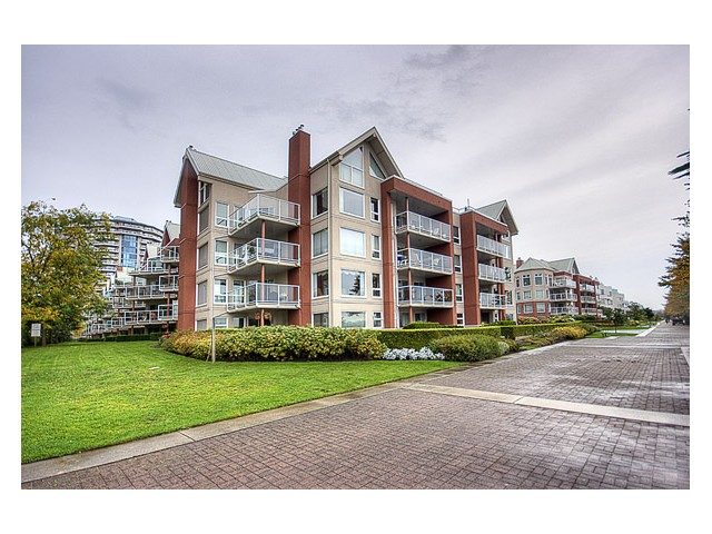 "Photo 2: 201 1230 QUAYSIDE Drive in New Westminster: Quay Condo for sale in ""TIFFANY SHORES"" : MLS(r) # V854613"