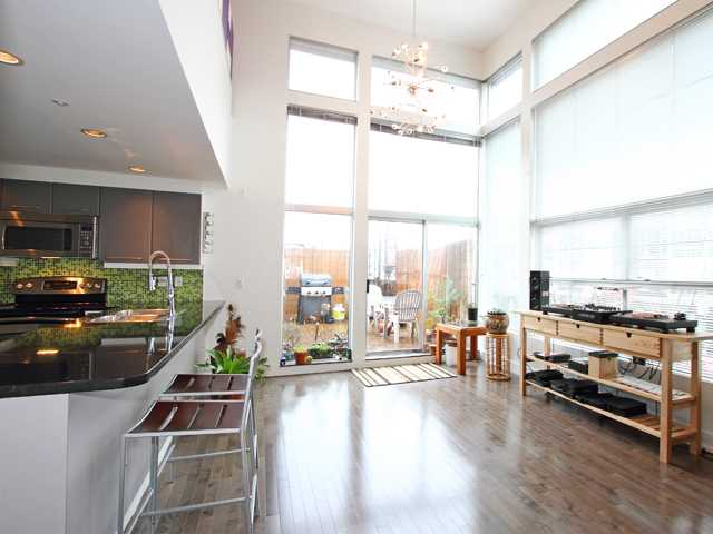"Main Photo: 6 2088 W 11TH Avenue in Vancouver: Kitsilano Condo for sale in ""LOFTS IN KITS"" (Vancouver West)  : MLS® # V866328"