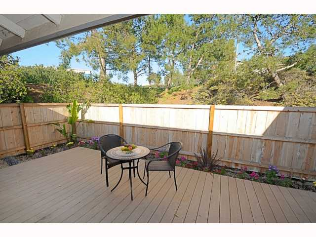 Main Photo: UNIVERSITY CITY Townhome for sale : 2 bedrooms : 9691 Caminito Del Feliz in San Diego