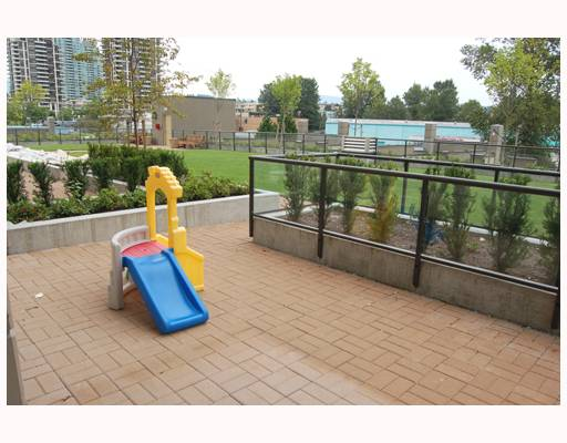 "Main Photo: 301 2355 MADISON Avenue in Burnaby: Brentwood Park Condo for sale in ""OMA"" (Burnaby North)  : MLS(r) # V752786"