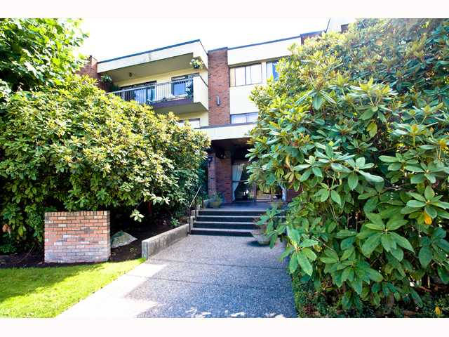 "Main Photo: 210 1420 E 7TH Avenue in Vancouver: Grandview VE Condo for sale in ""LANDMARK COURT"" (Vancouver East)  : MLS® # V819451"