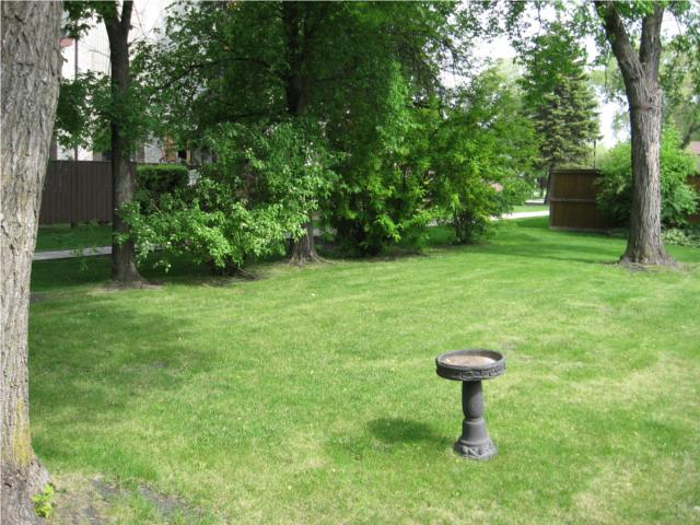 Photo 4:  in WINNIPEG: West Kildonan / Garden City Residential for sale (North West Winnipeg)  : MLS(r) # 1009756
