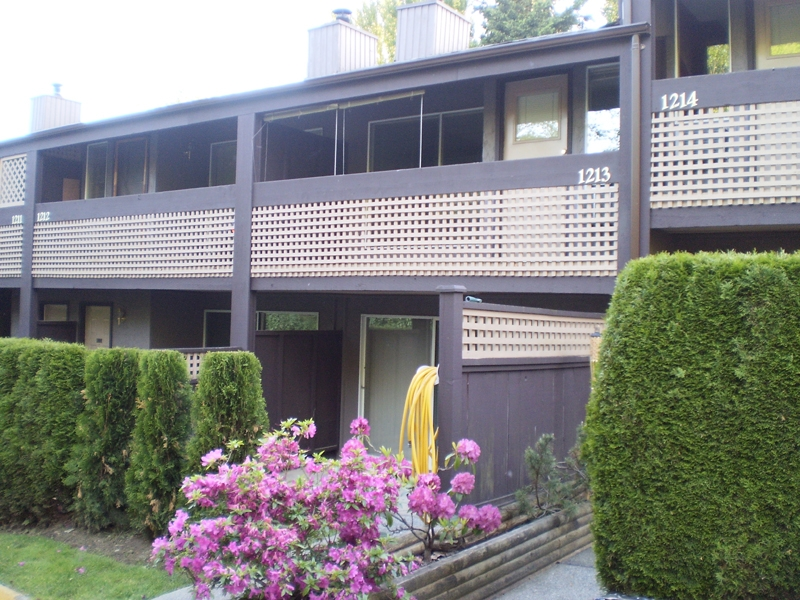 "Main Photo: 1213 34909 OLD YALE Road in Abbotsford: Abbotsford East Townhouse for sale in ""THE GARDENS"" : MLS®# F2911872"