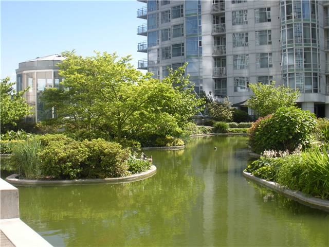Main Photo: 302 198 AQUARIUS MEWS in Vancouver: False Creek North Townhouse for sale (Vancouver West)  : MLS®# V835561