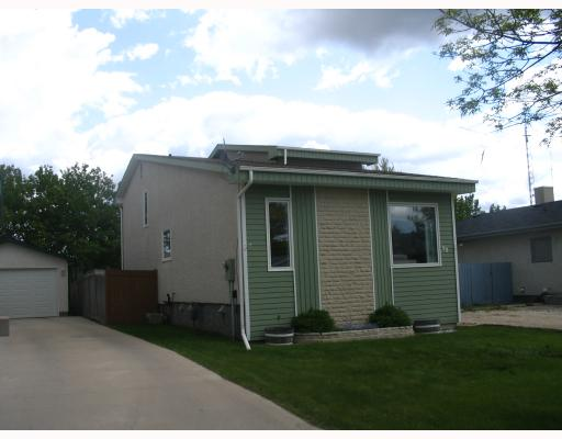 Main Photo: 90 AMERSHAM Crescent in WINNIPEG: St Vital Residential for sale (South East Winnipeg)  : MLS® # 2910797