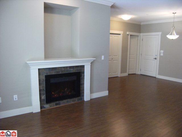 "Photo 2: 107 15368 17A Avenue in Surrey: King George Corridor Condo for sale in ""Ocean Wynde"" (South Surrey White Rock)  : MLS® # F1013181"