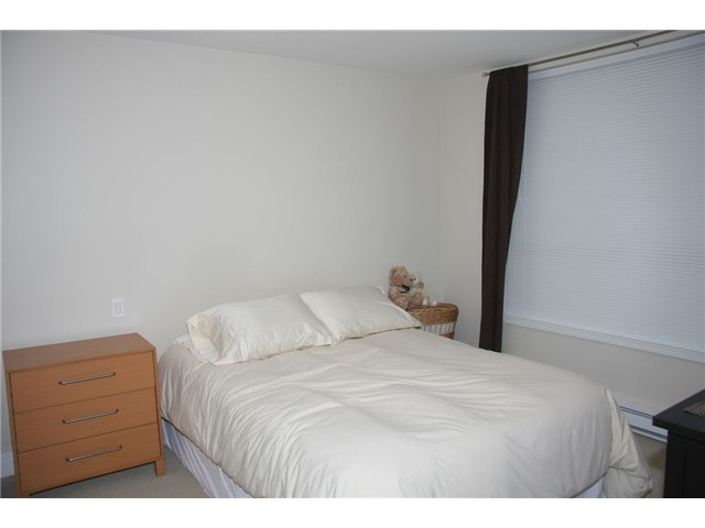 "Photo 4: 202 3895 SANDELL Street in Burnaby: Central Park BS Condo for sale in ""CLARK HOUSE"" (Burnaby South)  : MLS® # V867276"