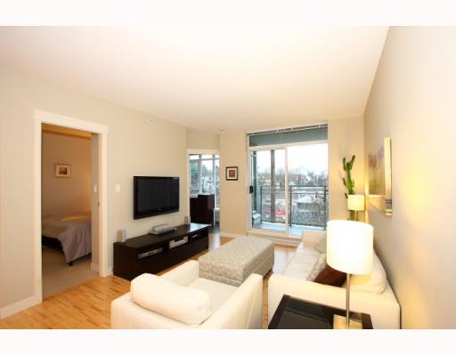 "Photo 3: 304 2520 MANITOBA Street in Vancouver: Mount Pleasant VW Condo  in ""THE VUE"" (Vancouver West)  : MLS(r) # V803043"