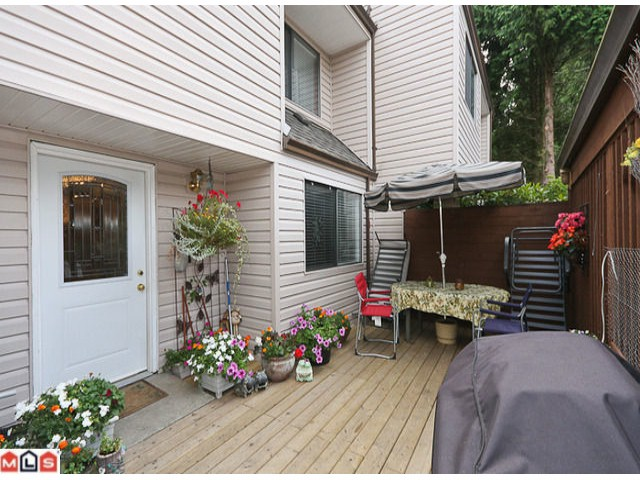 "Main Photo: 405 5074 201A Street in Langley: Langley City Townhouse for sale in ""NICOMEKL PLACE"" : MLS® # F1021981"