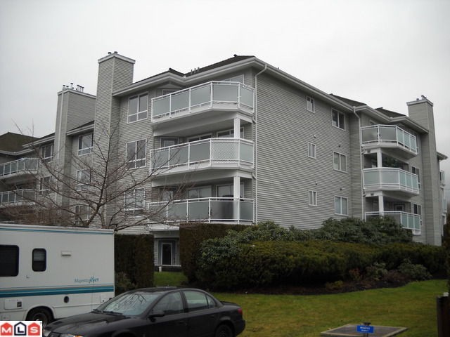 Main Photo: 406 13680 84 Avenue in Surrey: Bear Creek Green Timbers Condo for sale : MLS® # F1103092