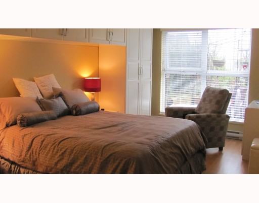 "Photo 10: 212 315 KNOX Street in New Westminster: Sapperton Condo for sale in ""SAN MARINO"" : MLS(r) # V809268"