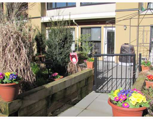 "Photo 3: 212 315 KNOX Street in New Westminster: Sapperton Condo for sale in ""SAN MARINO"" : MLS(r) # V809268"