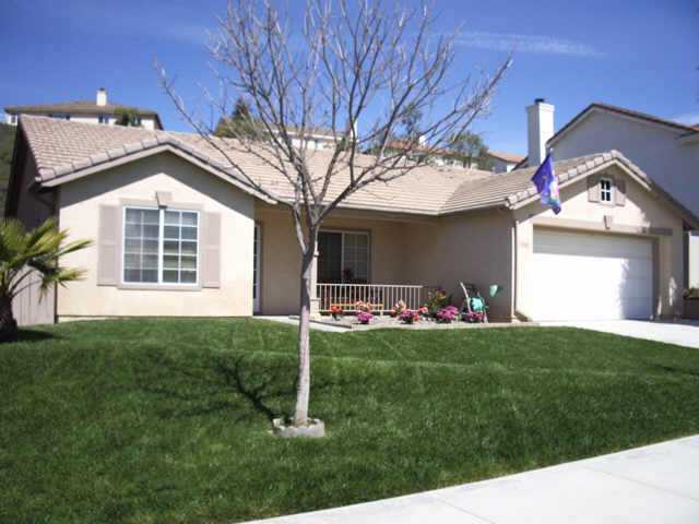 Main Photo: TEMECULA Residential for sale : 3 bedrooms : 33242 Via Alvaro