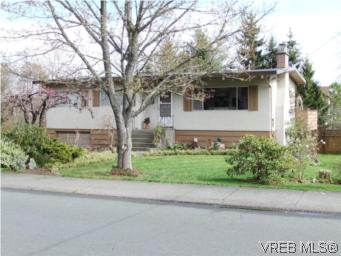 Main Photo: 636 Vanalman Avenue in VICTORIA: SW Northridge Single Family Detached for sale (Saanich West)  : MLS(r) # 275255