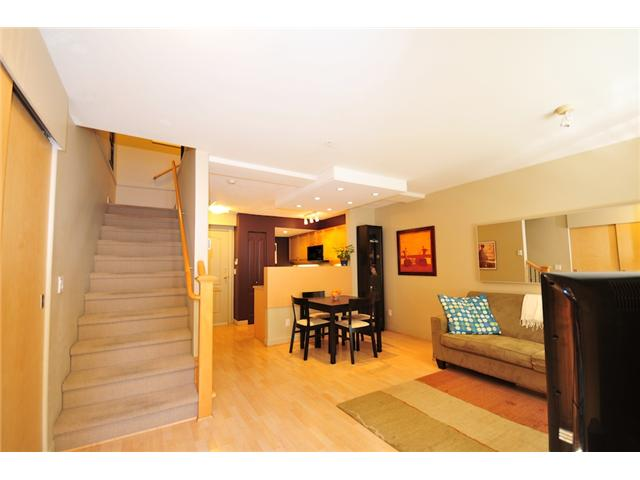 "Photo 2: 101 2119 YEW Street in Vancouver: Kitsilano Townhouse  in ""KITS PALISADE"" (Vancouver West)  : MLS® # V848012"