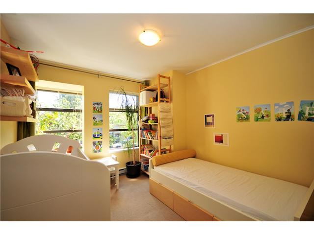 "Photo 7: 101 2119 YEW Street in Vancouver: Kitsilano Townhouse  in ""KITS PALISADE"" (Vancouver West)  : MLS® # V848012"