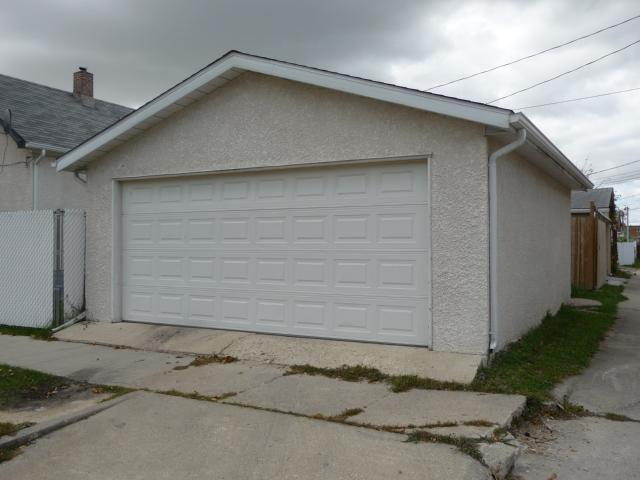 Photo 4: 895 Magnus Avenue in WINNIPEG: North End Residential for sale (North West Winnipeg)  : MLS(r) # 1019234