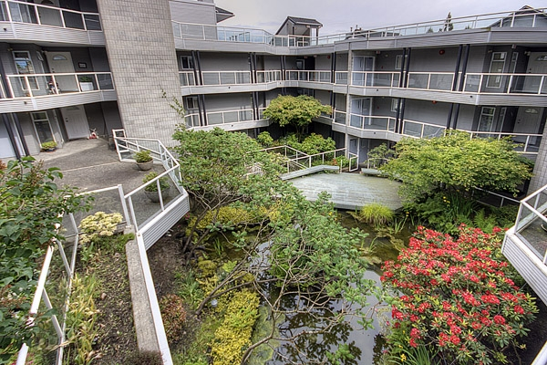 "Photo 2: 305 2733 ATLIN Place in Coquitlam: Coquitlam East Condo for sale in ""ATLIN COURT"" : MLS(r) # V859472"