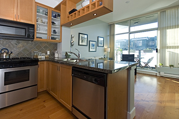 "Photo 13: 306 8988 HUDSON Street in Vancouver: Marpole Condo for sale in ""RETRO"" (Vancouver West)  : MLS® # V752330"