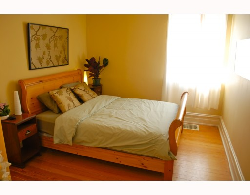 Photo 3: 1024 KEEFER Street in Vancouver: Mount Pleasant VE House Triplex for sale (Vancouver East)  : MLS(r) # V757218