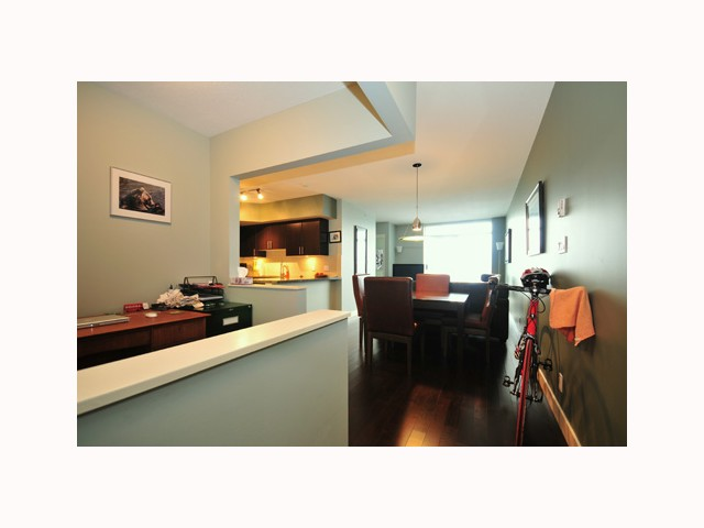 "Photo 3: 407 2520 MANITOBA Street in Vancouver: Mount Pleasant VW Condo  in ""THE VUE"" (Vancouver West)  : MLS® # V814332"