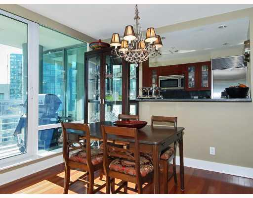 "Photo 4: 805 590 NICOLA Street in Vancouver: Coal Harbour Condo for sale in ""CASCINA"" (Vancouver West)  : MLS® # V758875"