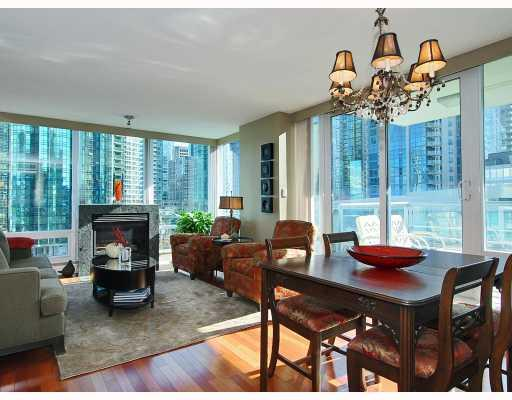 "Photo 2: 805 590 NICOLA Street in Vancouver: Coal Harbour Condo for sale in ""CASCINA"" (Vancouver West)  : MLS® # V758875"