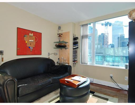 "Photo 8: 805 590 NICOLA Street in Vancouver: Coal Harbour Condo for sale in ""CASCINA"" (Vancouver West)  : MLS® # V758875"
