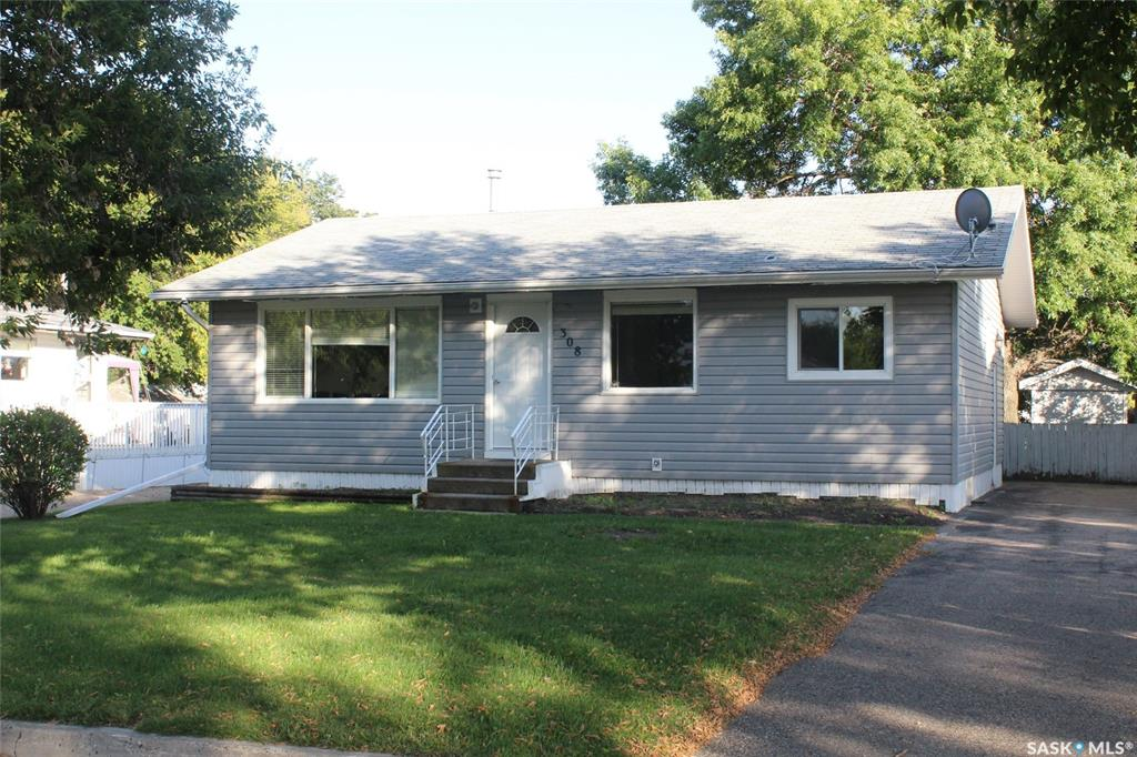 FEATURED LISTING: 308 2nd Avenue East Lampman