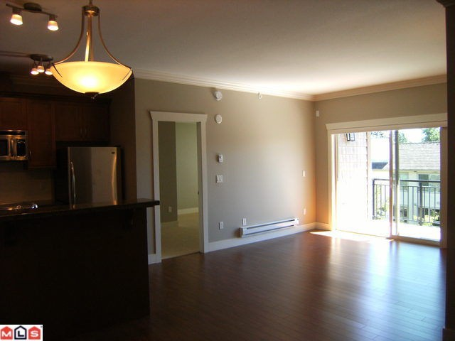 "Photo 3: 305 15368 17A Avenue in Surrey: King George Corridor Condo for sale in ""Ocean Wynde"" (South Surrey White Rock)  : MLS® # F1013160"