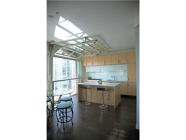 "Photo 2: 703 546 BEATTY Street in Vancouver: Downtown VW Condo for sale in ""CRANE BUILDING"" (Vancouver West)  : MLS® # V858508"