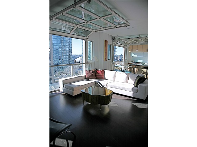 "Photo 5: 703 546 BEATTY Street in Vancouver: Downtown VW Condo for sale in ""CRANE BUILDING"" (Vancouver West)  : MLS® # V858508"