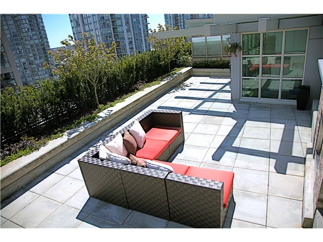 "Photo 9: 703 546 BEATTY Street in Vancouver: Downtown VW Condo for sale in ""CRANE BUILDING"" (Vancouver West)  : MLS® # V858508"