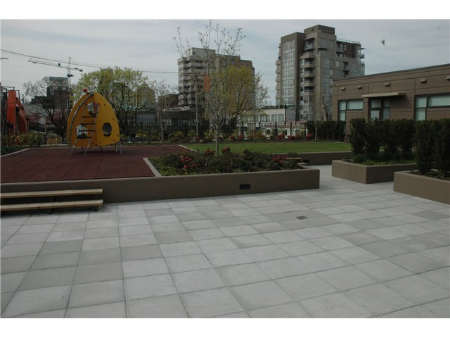 "Photo 7: 607 1068 W BROADWAY in Vancouver: Fairview VW Condo for sale in ""THE ZONE"" (Vancouver West)  : MLS(r) # V861214"