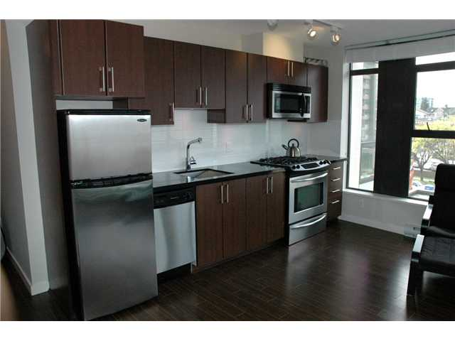 "Photo 2: 607 1068 W BROADWAY in Vancouver: Fairview VW Condo for sale in ""THE ZONE"" (Vancouver West)  : MLS(r) # V861214"