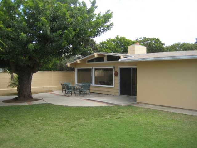 Photo 2: ENCINITAS House for sale : 3 bedrooms : 1020 San Abella Drive