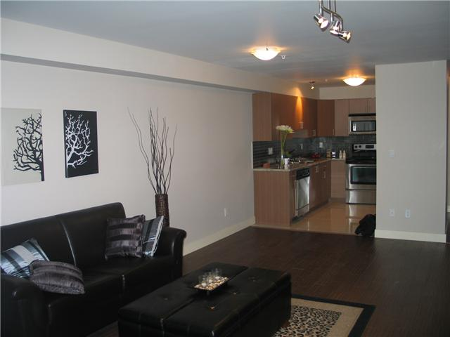 Photo 3: 105 2228 WELCHER Avenue in Port Coquitlam: Central Pt Coquitlam Condo for sale : MLS(r) # V851045