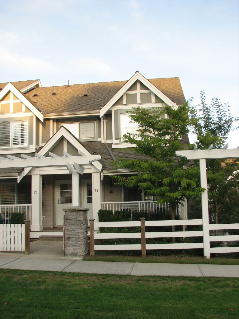 Main Photo: 21 6555 192A Street in Surrey: Clayton Townhouse for sale (Cloverdale)  : MLS® # F1025431